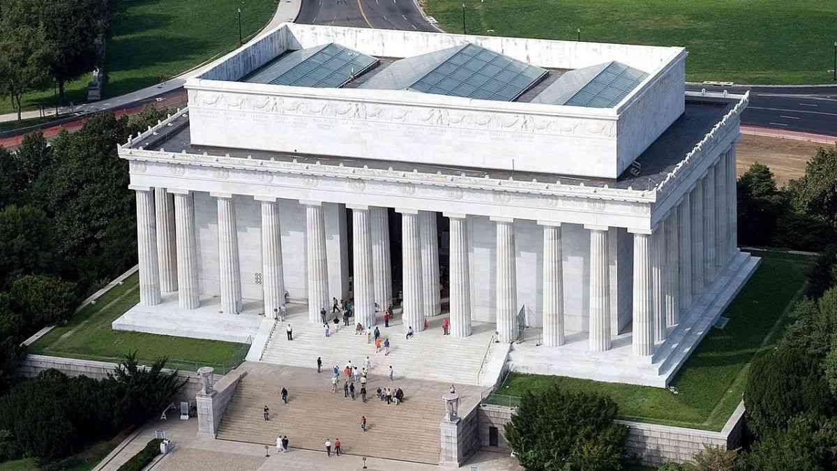Description: C:\Users\HP\Desktop\صشيبلات\1280px-Aerial_view_of_Lincoln_Memorial_-_east_side_EDIT-1200x675.jpeg